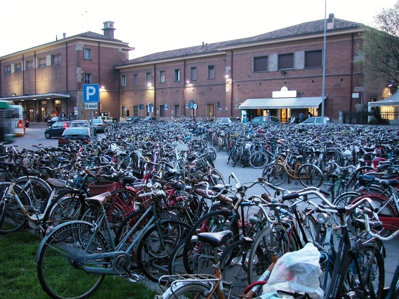 http://www.cicloamici.it/ferrara/ferrara_stazione.jpg